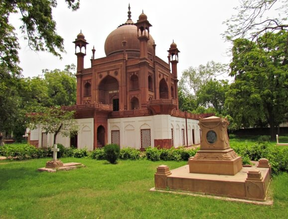 Red Taj: John Hessing's tomb